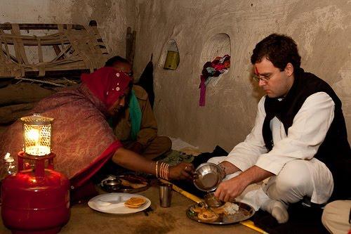 rahul-gandhi-eating-inmarathi