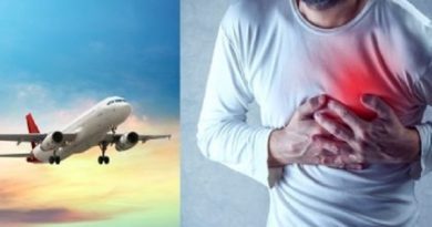 man-heart-attack-in-plane-inmarathi