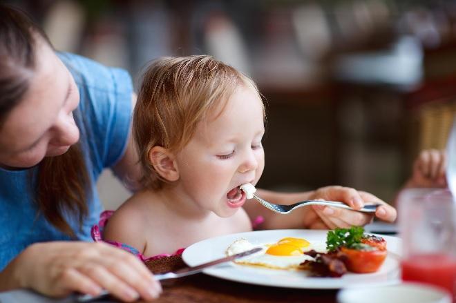 eating egg inmarathi