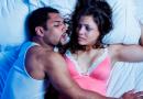 घोरणं थांबवण्याचे (आणि तुमच्या पार्टनरला चांगली झोप मिळू देण्याचे) काही नैसर्गिक उपाय