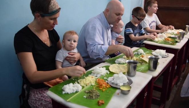 eating-by-hands-inmarathi
