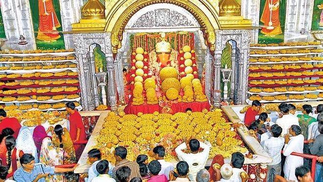 laddus-in-temple-inmarathi