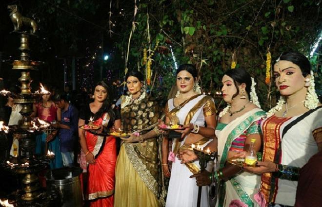 men-in-sarees-inmarathi