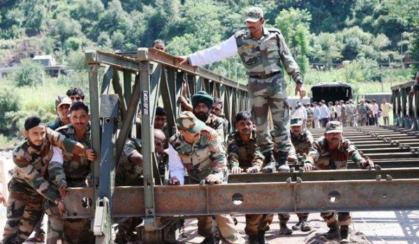soldiers-constructing-bridge-inmararthi