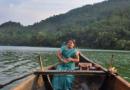 एकट्या महिलेचा दररोज नदीतून प्रवास नि डोंगरांची चढण- जंगलात जाऊन मुलांना शिकवण्यासाठी!