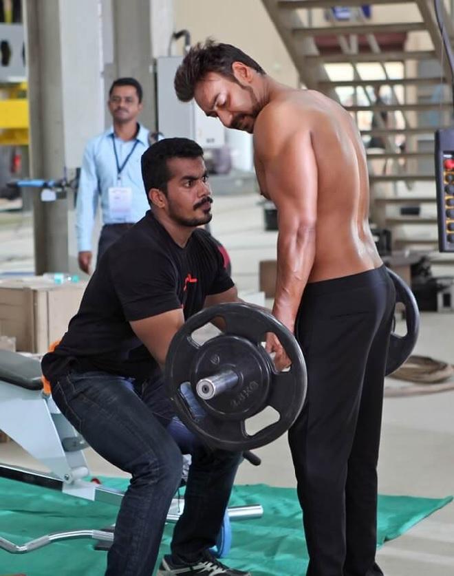 ajay-devgan-weight-lifting-inmarathi