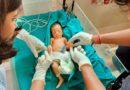 या पत्रकार जोडप्याने नुकतीच जन्मलेली मुलगी दत्तक घेऊन माणुसकीवर विश्वास ठेवायला भाग पाडलंय