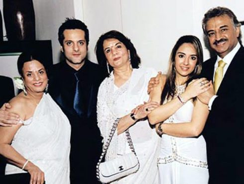 fardeen-khan-with-his-in-laws