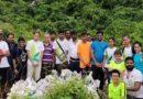 ८ ते ६५ वर्ष वयोगटातील १६ लोकांनी तब्बल १०,००० किलो कचरा साफ केलाय!