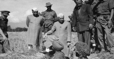 Nehru meeting Army Inmarathi