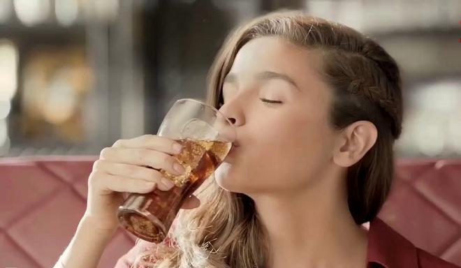 alia bhatt drinks coke inmarathu