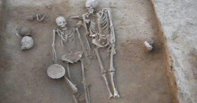 couple-skeleton-inmarathi