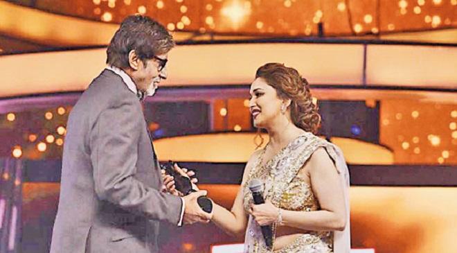 Madhuri_Dixit filmfare awards InMarathi
