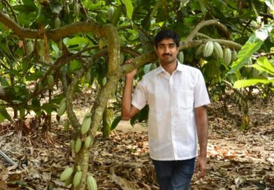 अमेरिकेतली नोकरी सोडून 'हा' तरुण सेंद्रिय शेती करून कामावतोय लाखो रुपये!