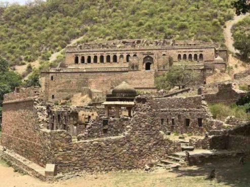 bhangarh fort inmarathi