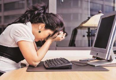 अचानक नोकरी गेली तर? त्या कठीण दिवसांतून यशस्वीरीत्या बाहेर पडण्यासाठी 'या' गोष्टी करा