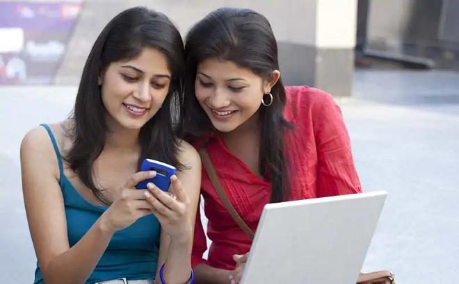 indian girls having phone inmarathi