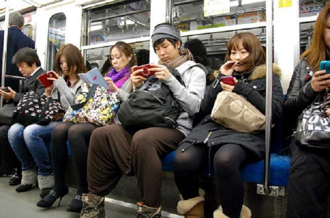 phones in trains inmarathi