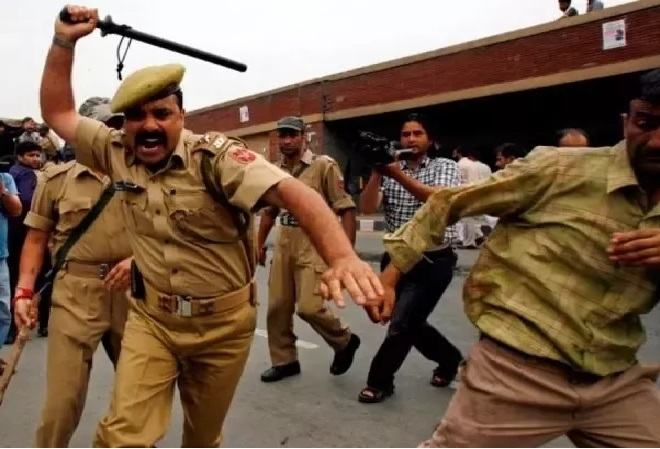 police beating theif inmarathi