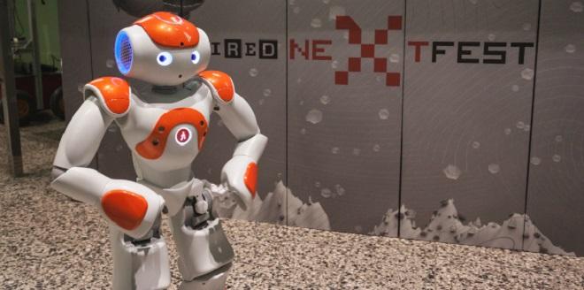 robot at airport inmarathi