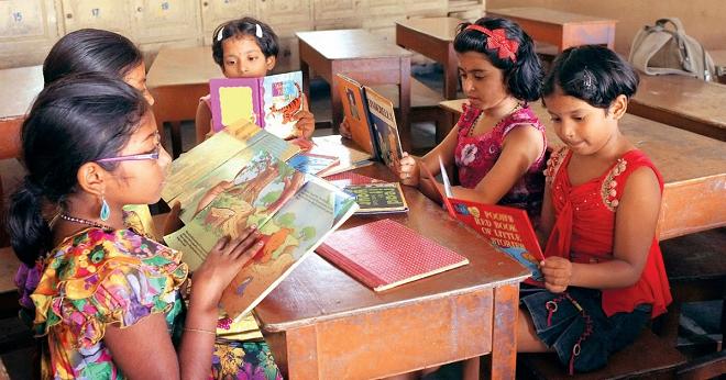indian kids reading inmarathi