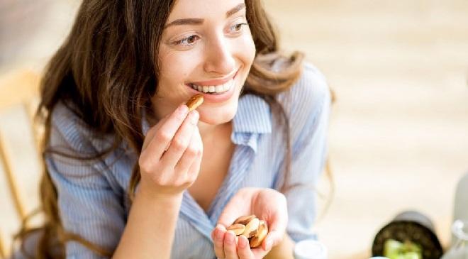 girl eating inmarathi 2