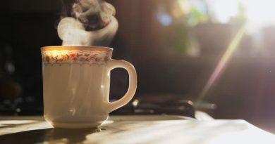 चहाप्रेमींनो – चहात करायचे हे २ छोटे बदल तुम्हाला आरोग्यपूर्ण करतील!