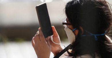कोरोना: रक्तातील ऑक्सिजन मोबाईलवर मोजताय? गंभीर चूक टाळण्यासाठी हे वाचा