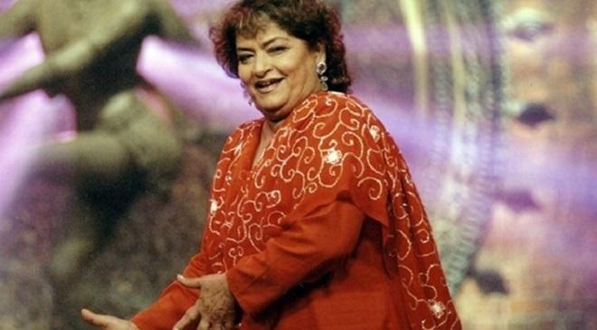 """नृत्यासाठी १९ किलोमीटर चालत येणाऱ्या अभिनेत्याला विनामूल्य शिकवणाऱ्या गुरु """"सरोज खान"""""""