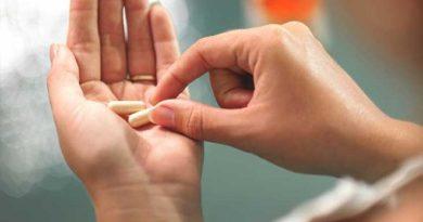 निरोगी राहण्यासाठी जर रोज व्हिटॅमिनच्या गोळ्या खात असाल तर थांबा, आधी 'हे' वाचा