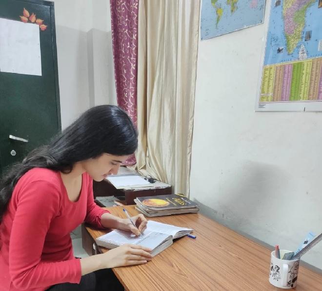 aishwarya-sheoran-studying inmarathi