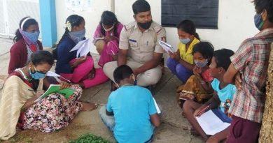 banglore cop teaches migrant inmarathi4