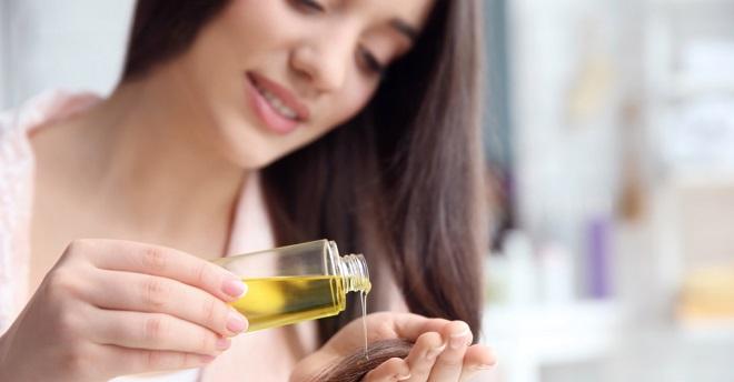 oiling hair inmarathi1