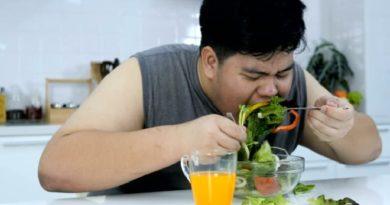 fat-boy-eating-salad-inmarathi