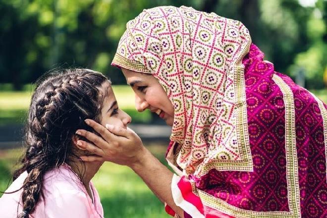 little-girl-with-mother-inmarathi