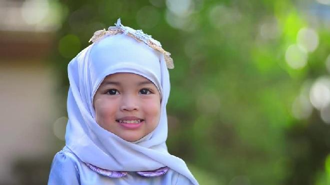 little-muslim-girl-inmarathi