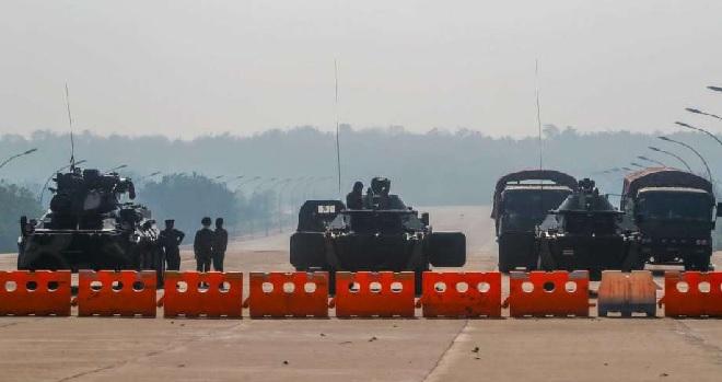 myanmar-army-on-road-inmarathi