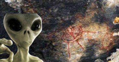 alien stone painting inmarathi