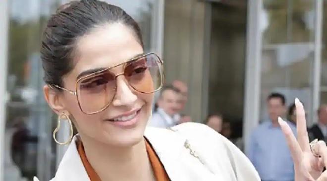 sonam kapoor sunglasses inmarathi