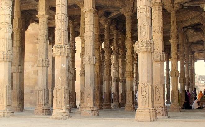 dhai din ka jhonpra pillars inmarathi