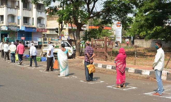 queue with social distancing inmarathi