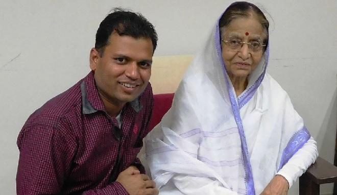 sunil khandbahale with pratibha tai patil inmarathi